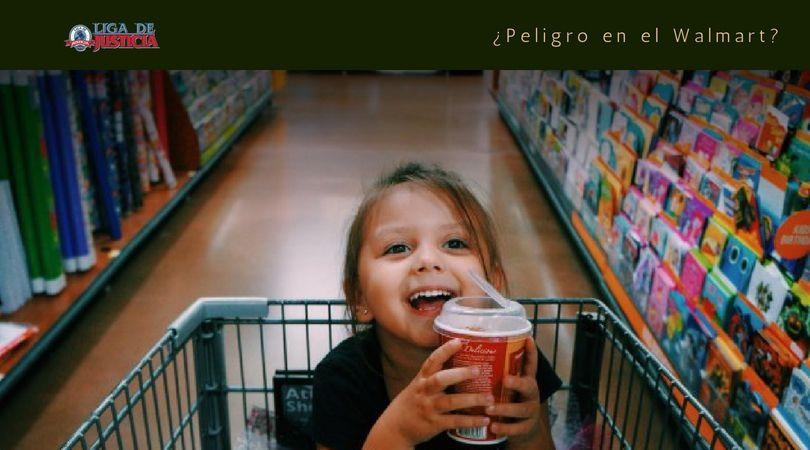 Cuando los niños se divierten, no advierten. Cualquier líquido que no se limpie a tiempo puede causar accidentes por resbalón y caída en Walmart.