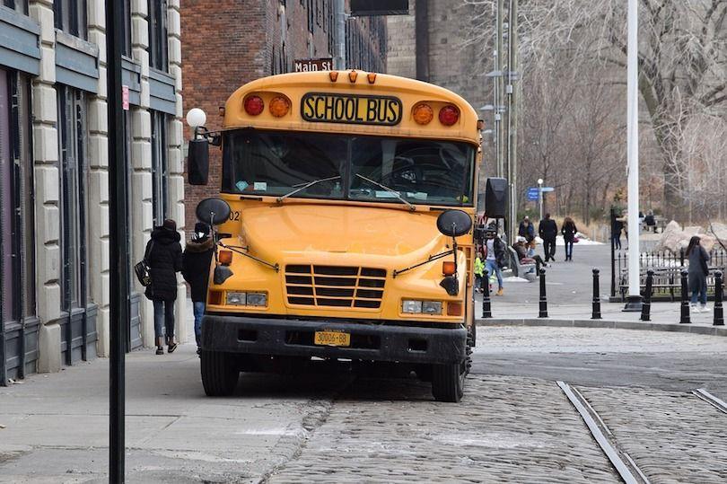 ¿Qué tipos de accidentes de buses escolares son más frecuentes en New York? Cuidado con los peatones y al doblar la calle.