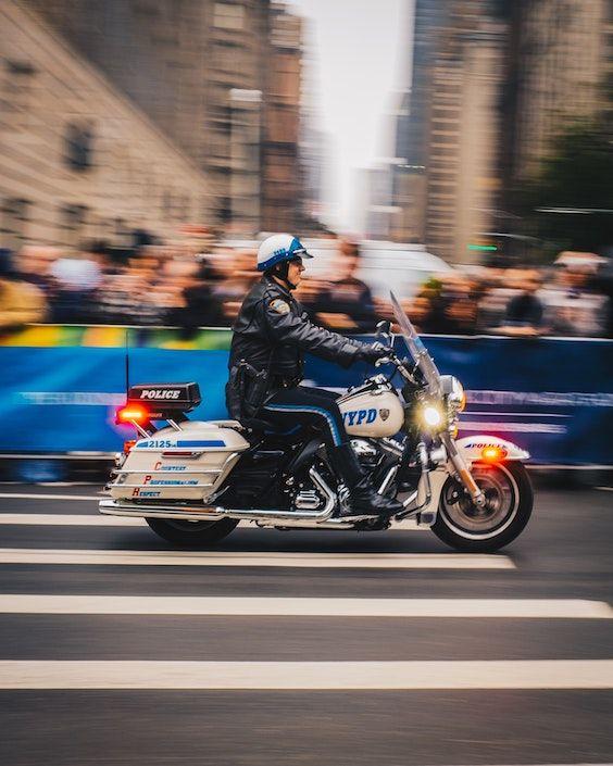 Qué hacer y cómo protegerte si te detienen por violaciones de tráfico en Long Island o New York City. Crédito foto: Zac Ong.