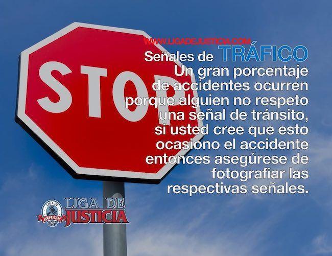 Fotografía las señales de tráfico vial.