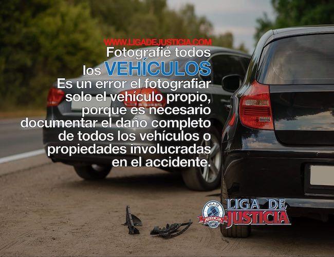 Toma fotografías del daño a todos los vehículos.