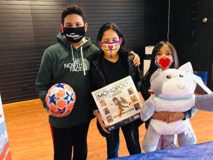 ninos con juguetes toy store 2020 riverhead liga de justicia